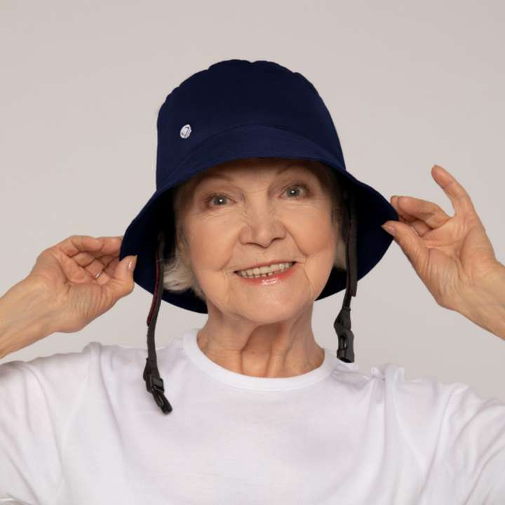 Billie - Head protection helmet for people at risk of falling